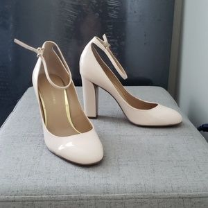 Banana Republuc Nude/soft pink heels